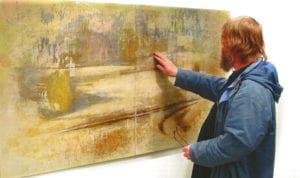 Skillinge Emalj hjälper till att applicera konst på emalj