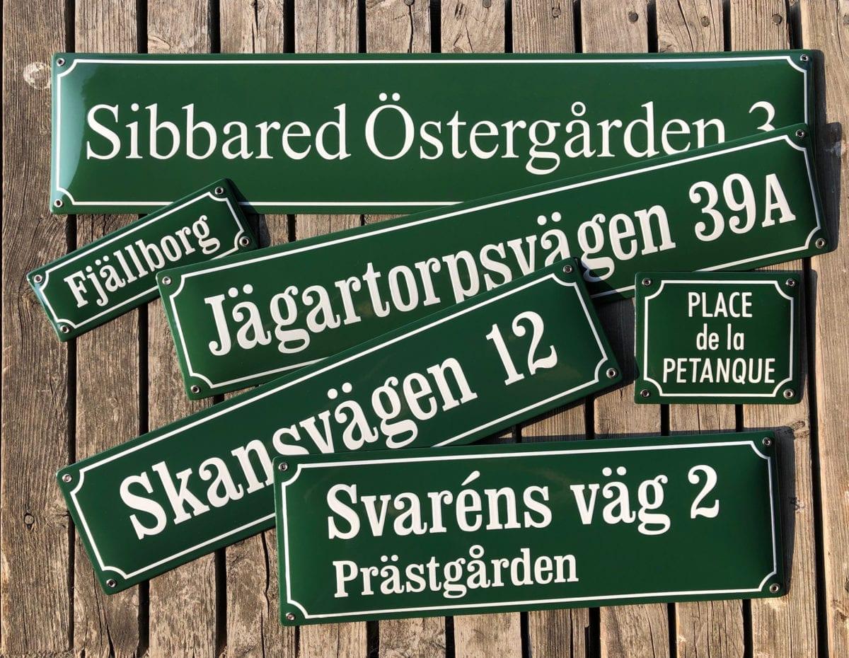 Grönt är skönt! Standard emaljskyltar i olika storlekar.
