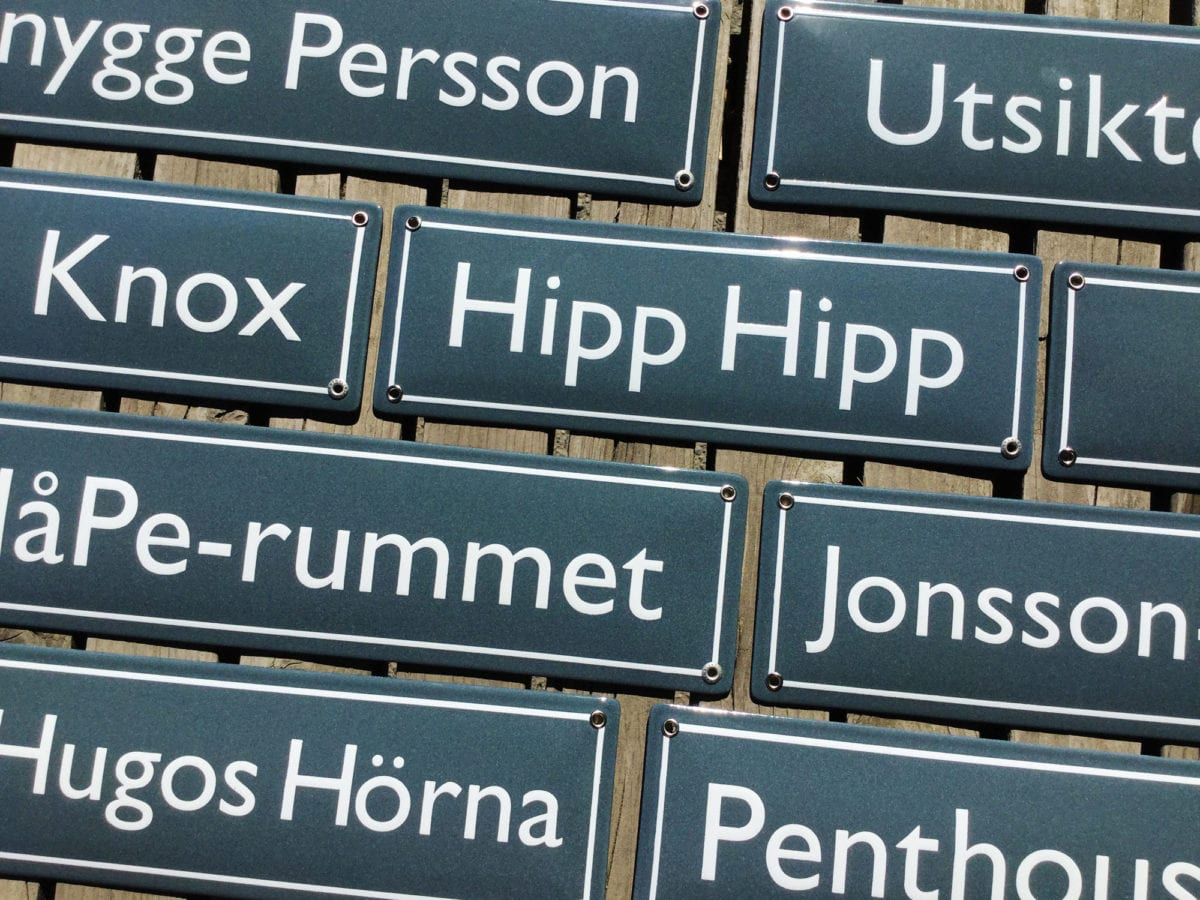 Skillinge-Emalj-tog-fram-dessa-Polykemi-namnskyltar